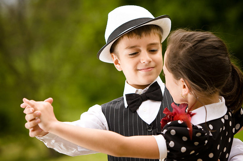 Passo di ballo di una lezione per bambini